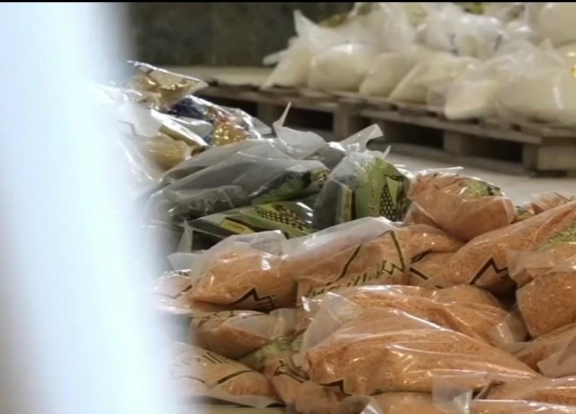 لجان حزب الله تنشط بتوزيع المساعدات المادية والغذائية في منطقة صيدا